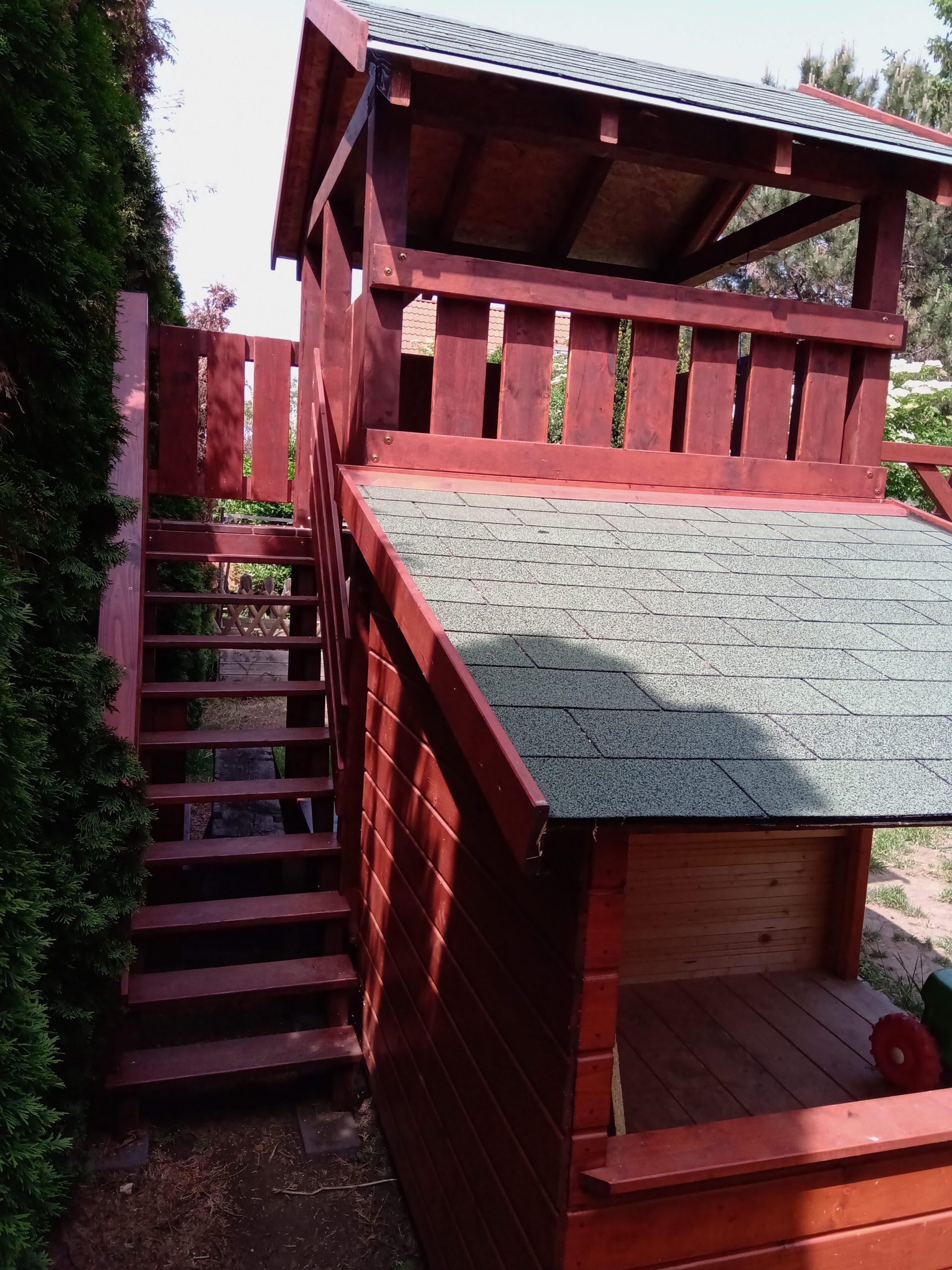 Mászóka lépcsővel