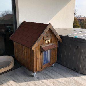 Nyeregtetős kutyaház